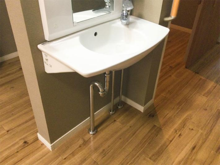 個室内の洗面所1